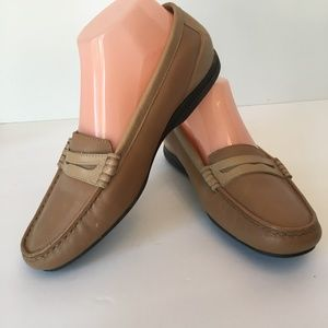 Trotters Tans Loafer Flats 8.5 WW Extra Wide